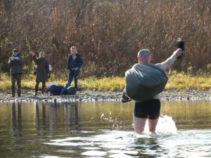Впрочем, некоторые предпочитают освежиться, перейдя реку вброд :)